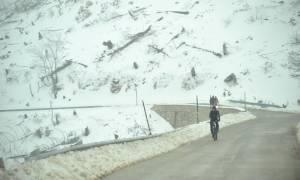 Καιρός: Χιονίζει στην Αθήνα - Ποιοι δρόμοι είναι κλειστοί