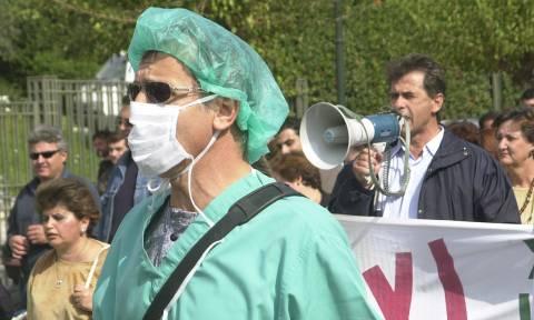 Έξω από το ΥΠΕΣ οι γιατροί και μετά στη Βουλή γα το Ασφαλιστικό