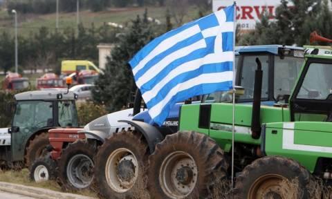 Αγρότες: Έκλεισαν αιφνιδιαστικά και επ' αόριστον μπλόκα στη Μακεδονία