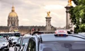 «Παραλύει» η Γαλλία από τις απεργιακές κινητοποιήσεις
