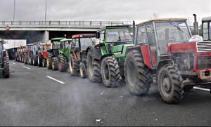 Μπλόκα αγροτών: Κλειστή η εθνική οδός Αθηνών - Λαμίας στο Κάστρο