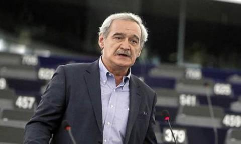Χουντής: Oι προμήθειες των ελληνικών τραπεζών σε κάρτες και συναλλαγές είναι ληστρικές