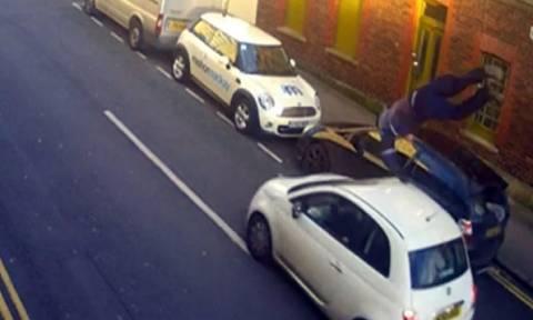 Σοκαριστικό βίντεο! Τον χτύπησε με το αυτοκίνητο και τον παράτησε αβοήθητο