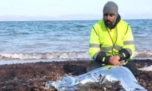 Συγκλονιστικό βίντεο: Ο βουβός θρήνος ενός διασώστη για μικρό προσφυγόπουλο (video)