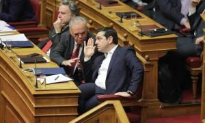 Βουλή - Ασφαλιστικό: Τι υποσχέθηκε ο Τσίπρας για μπλοκάκια, ανέργους και νέους επιστήμονες
