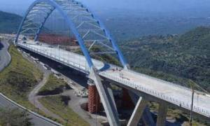Καλαμάτα: Παραδίδεται στην κυκλοφορία η τοξωτή γέφυρα της Τσακώνας