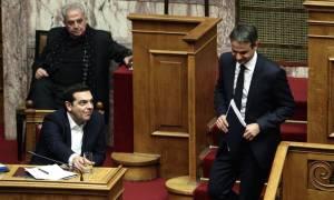 Βουλή: Σκληρό ροκ και ακραία πόλωση στη διαμάχη Μητσοτάκη – Τσίπρα