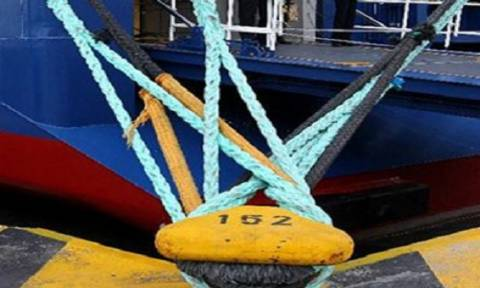 В Греции бастуют работники портов и моряки