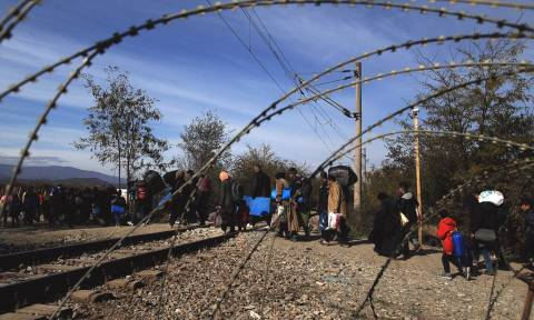 «Εγκλωβισμένοι» οι πρόσφυγες στην Ειδομένη: Κλειστή ξανά η ουδέτερη ζώνη Ελλάδας - Σκοπίων