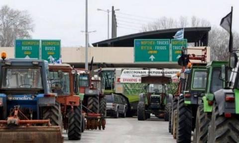 Μπλόκα αγροτών: Ανοιχτό μόνο για ΙΧ το τελωνείο του Προμαχώνα