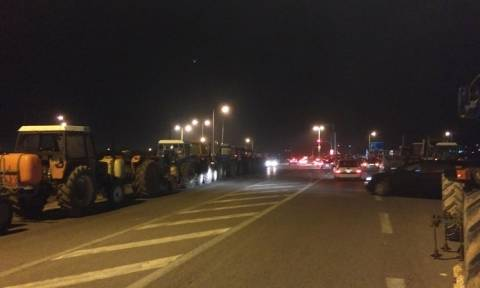 Μπλόκα αγροτών και στην Αθήνα - Απειλούν ότι θα «μπλοκάρουν» την πρόσβαση στο αεροδρόμιο