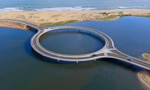 Εσείς μπορείτε να φανταστείτε γιατί έχτισαν αυτήν τη γέφυρα κυκλική; (video+photos)