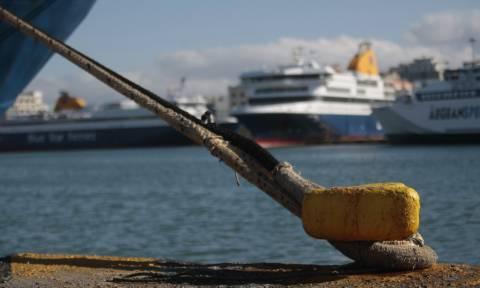 Δεμένα και σήμερα Πέμπτη τα πλοία σε όλα τα λιμάνια της χώρας