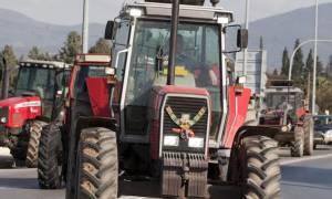 Πεντάωρος αποκλεισμός των Τεμπών από αγρότες το απόγευμα