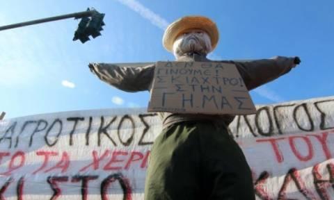 Επεισόδια στη Θεσσαλονίκη: Φέρετρο με τον Τσίπρα έφτιαξαν οι αγρότες (pics)
