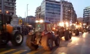 Επεισόδια Θεσσαλονίκη: Περικυκλωμένη από τρακτέρ η Agrotica (vid)