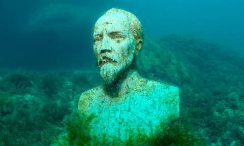 Εντυπωσιακές εικόνες από το υποβρύχιο μουσείο της Κριμαίας (pics)