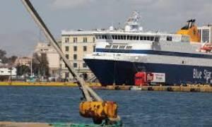 Δεμένα τα πλοία στα λιμάνια για άλλες 48 ώρες