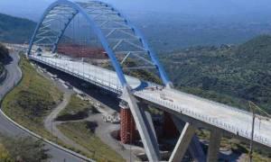 Δόθηκε στην κυκλοφορία η τοξωτή γέφυρα της Τσακώνας