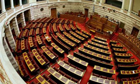 LIVE: Η συζήτηση στη Βουλή για τις τηλεοπτικές άδειες