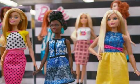 Η Barbie απέκτησε καμπύλες και όχι μόνο! Δείτε τα 27 νέα μοντέλα που κυκλοφόρησαν (Pics & Vid)