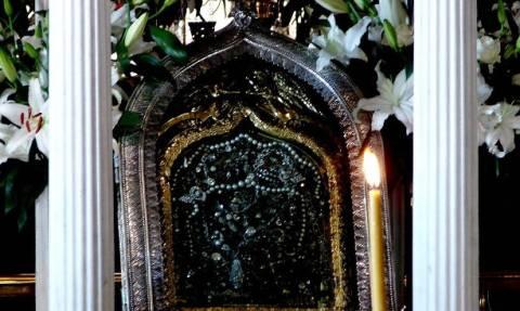Σαν σήμερα 1823: Βρέθηκε η θαυματουργή εικόνα της Παναγίας της Τήνου (video+pics)