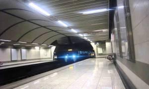 Τραγικό θάνατο στις ράγες του μετρό βρήκε μεσήλικη γυναίκα