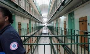 Γαλλία: Τι κάνουν κρατούμενοι πριν κοιμηθούν;