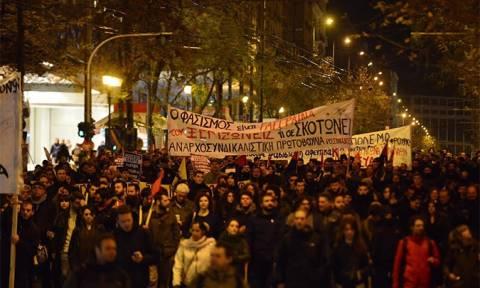 Πορεία αντιφασιστικών οργανώσεων προς την πλατεία Βικτωρίας