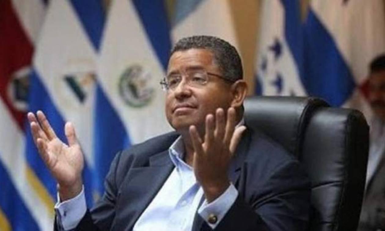 Ελ Σαλβαδόρ: Πέθανε πριν δικαστεί ο πρώην Πρόεδρος Φρανσίσκο Φλόρες (Vid)