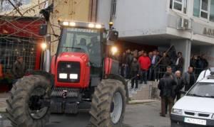 Χαμός στα Χανιά: Αγρότες αποδοκίμασαν βουλευτές του ΣΥΡΙΖΑ (vid)