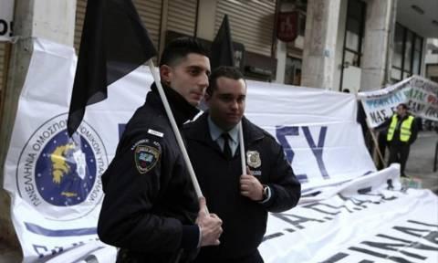 Αστυνομικοί: Με μαύρες σημαίες κατά του νέου ασφαλιστικού