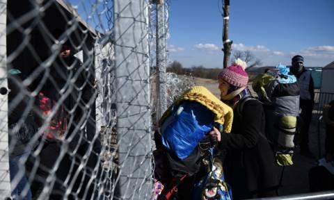 Άνοιξε η Ειδομένη για τους πρόσφυγες