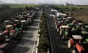 Μπλόκα αγροτών: «Κομμένη» στα δύο η χώρα - Δείτε ποιοι δρόμοι είναι κλειστοί