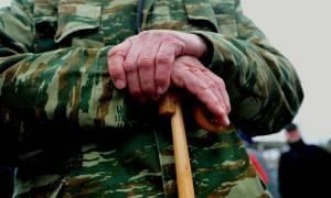 Ασφαλιστικό: Η κυβέρνηση ετοιμάζει νέες μειώσεις στις συντάξεις στα «μουλωχτά»