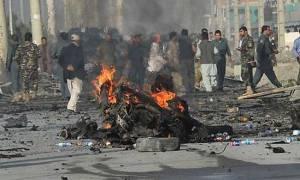 Ταλιμπάν αιματοκύλησε βάση της αστυνομίας στην Καμπούλ – Δεκάδες νεκροί και τραυματίες