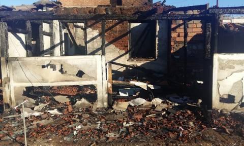 Ασύλληπτη τραγωδία στο Αγρίνιο: Κάηκαν ζωντανοί μέσα στο σπίτι τους (photos - video)