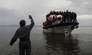 Η φωτογραφία με το προσφυγόπουλο που σαρώνει το διαδίκτυο