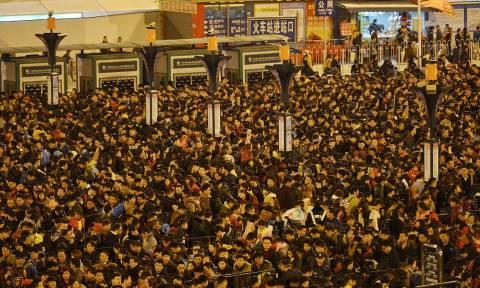 Κίνα: Περιμένοντας το τρένο σε απίστευτες ουρές 100.000 ανθρώπων (pics)