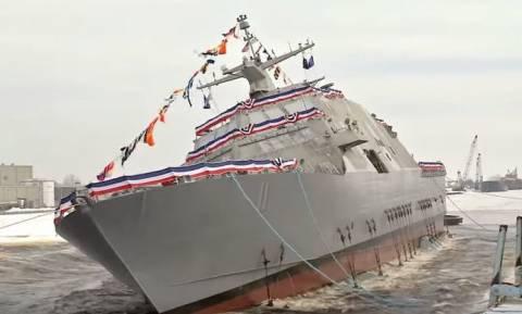 Εντυπωσιακή καθέλκυση πλοίου από το πολεμικό ναυτικό των ΗΠΑ (vid)