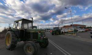 Δεν υποχωρούν οι αγρότες – Κλείνουν λιμάνια, αεροδρόμια και εθνικές οδούς