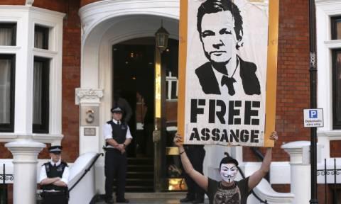 Δικαίωση του Τζούλιαν Ασάνζ: Κρατείται  αυθαιρέτως απεφάνθη ο ΟΗΕ - Δείτε live εικόνα