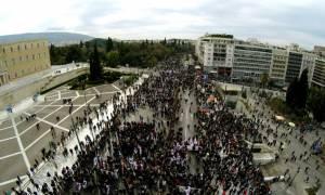 Απεργία: Έτσι είναι τώρα το Σύνταγμα από… ψηλά – Εικόνες από την Αθήνα που συγκλονίζουν