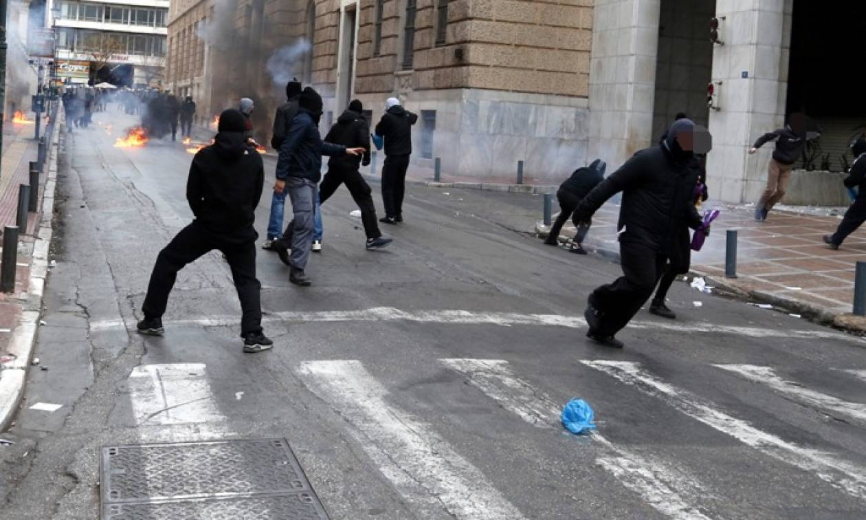 Δείτε καρέ - καρέ τα σοβαρά επεισόδια στο κέντρο της Αθήνας (pics)