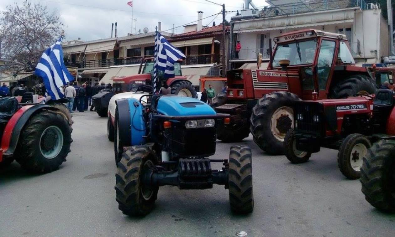 Σπάρτη: Αγρότες μπλόκαραν την γέφυρα του Ευρώτα