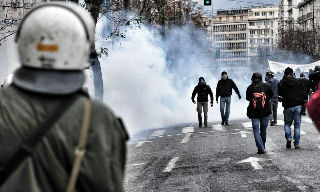 Οργή λαού «πνίγει» την κυβέρνηση - «Παρέλυσε» η χώρα στη μεγαλύτερη απεργία