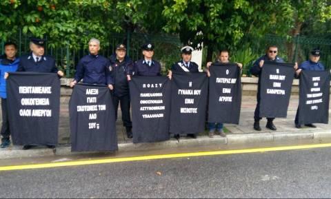 Διαμαρτυρία αστυνομικών στο Μέγαρο Μαξίμου (videos)