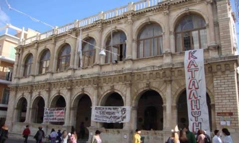 Ηράκλειο: Κατάληψη στο δημαρχείο