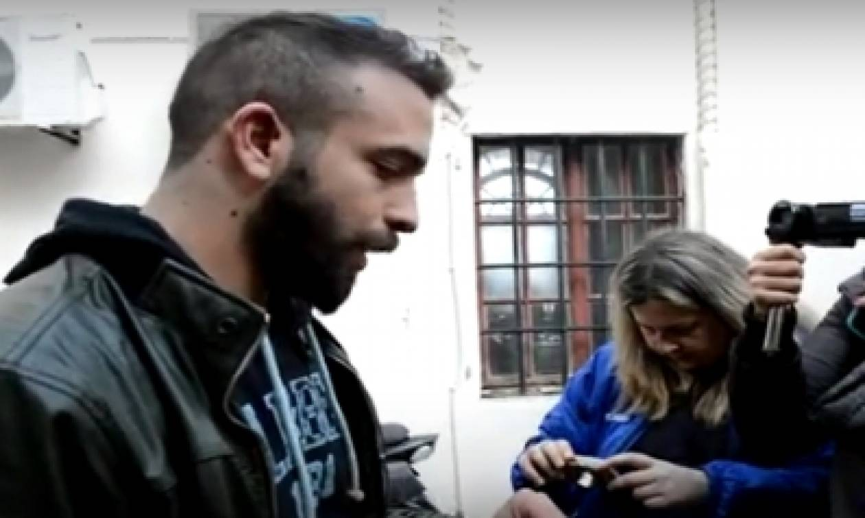 Συγκλονίζει ο δημοσιογράφος που συνελήφθη στην Κω: «Με χτυπούσαν 15 ΜΑΤατζήδες» (video)