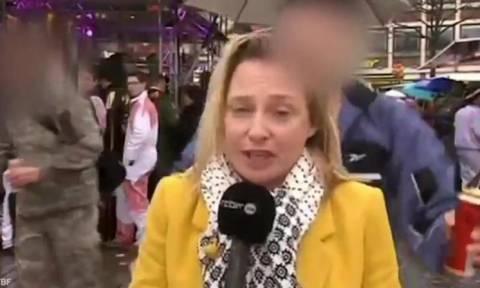 Σεξουαλική επίθεση σε δημοσιογράφο κατά τη διάρκεια ζωντανής σύνδεσης (vid)